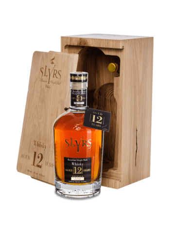 SLYRS Single Malt Whisky Aged 12 Years 43% vol. 0,7 l + 0,05 l im Eichenholzblock